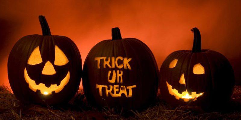 trick or treat jack o lantern pumpkins lit
